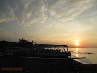 Matahari Terbit Di Pantai Lebih
