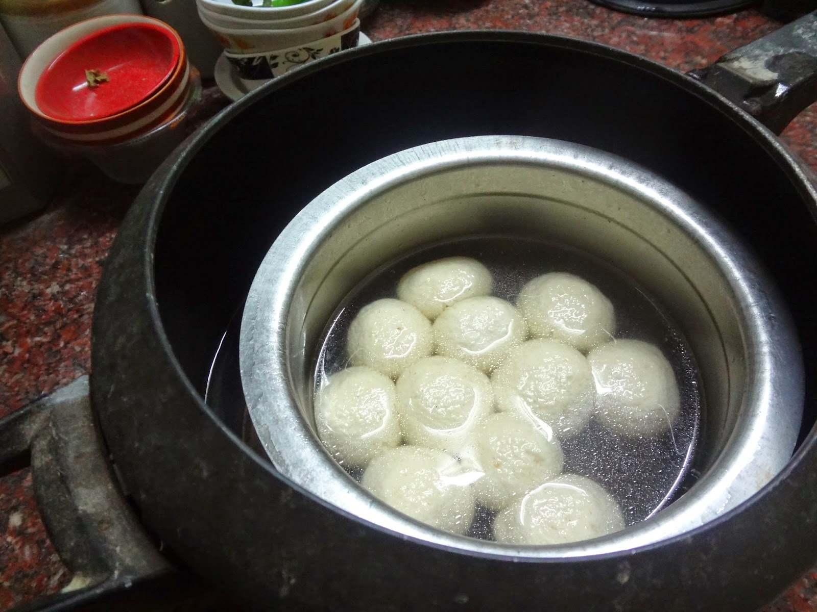 Rosgollas/Rasgullas made by pressure cooker method in sugar syrup