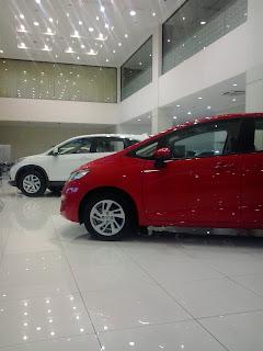 Mobil Honda Jazz Warna Merah, CRV warna Putih ada dealer mobil Honda Jatirasa