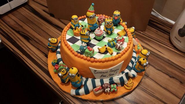 the minions fondant cake