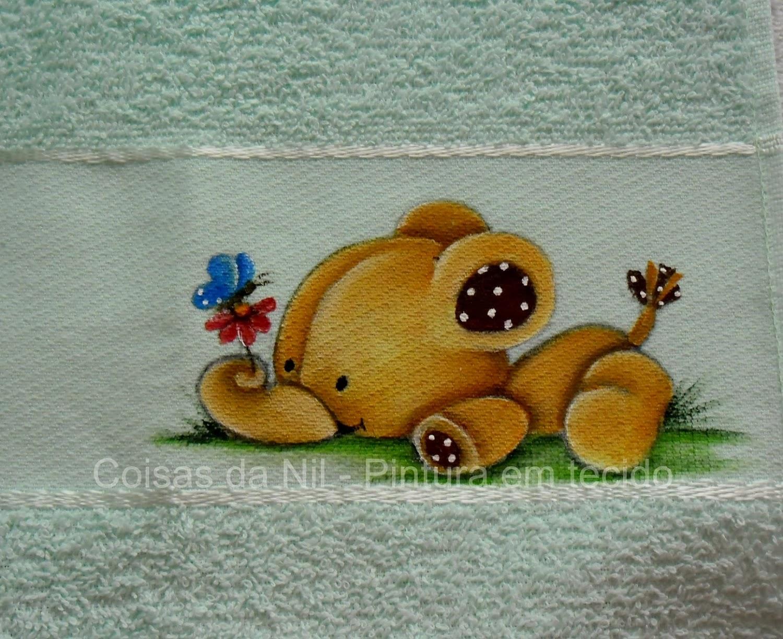 pintura em tecido elefantinho marrom em toalha de boca
