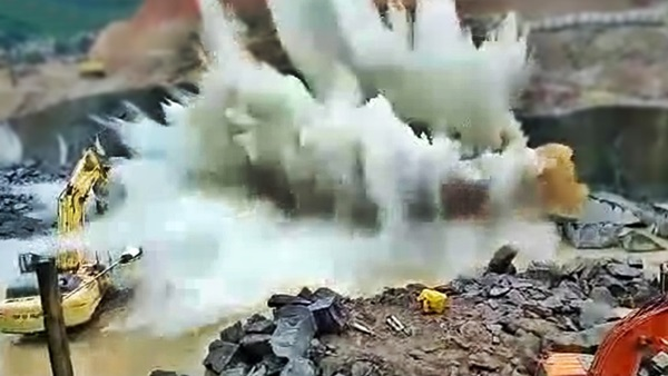 derrubando bloco de granito
