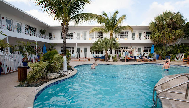 Tradewinds Apartment Hotel draws from the best Miami Beach hotels to create a haven of relaxation and ultimate comfort amidst the daytime sunshine and nightlife glamour.