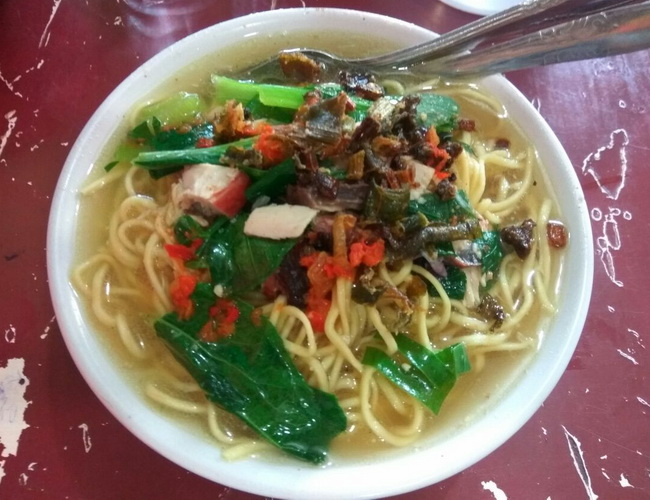 Xvlor Mie cakalang or skipjack tuna noodle is dish by Manadolese