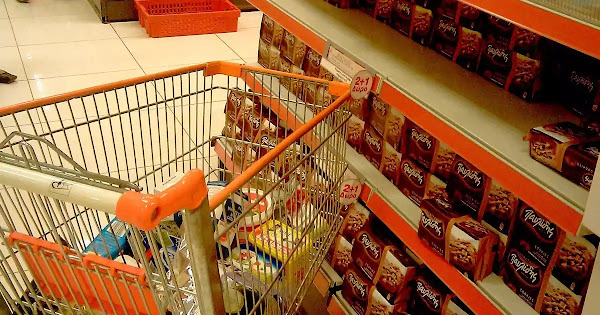 Η ημέρα που άδειασαν πραγματικά τα ράφια των σούπερ μάρκετ στην Ελλάδα