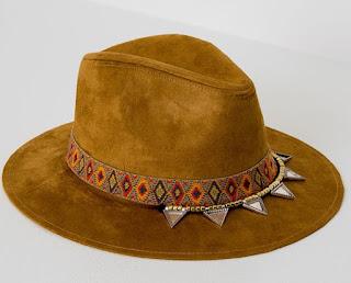 pomarańczowy kapelusz