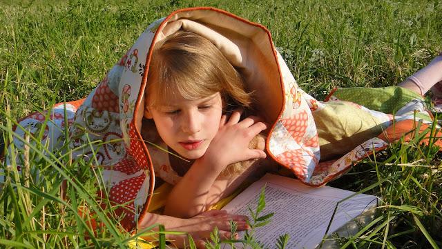 Лоскутное одеяло: оранжевый, желтый и зеленый хлопок. Обратная сторона - лен. В единственном экземпляре. Доставка почтой или курьером.