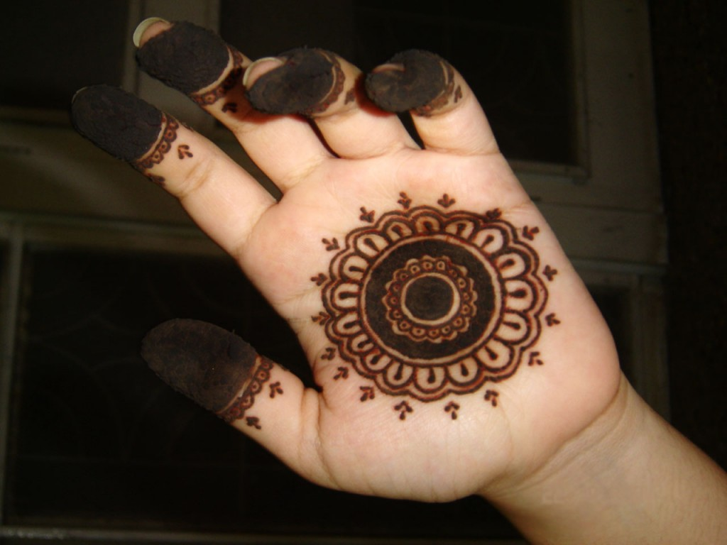 Simple Mehndi Designs For Girls HOW CAN DONE