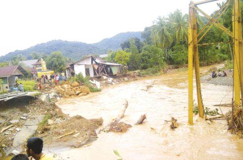 Hasil gambar untuk banjir pak pandani