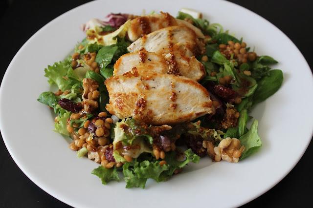 Receta de Ensalada de pollo, lentejas y arándanos rojos deshidratados