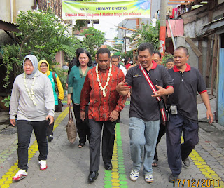 Prof. Dr. Balthasar Kambuaya, yang menjabat sebagai Menteri Lingkungan Hidup di era kepemimpinan SBY, juga tertarik mengunjungi wilayah Gundih