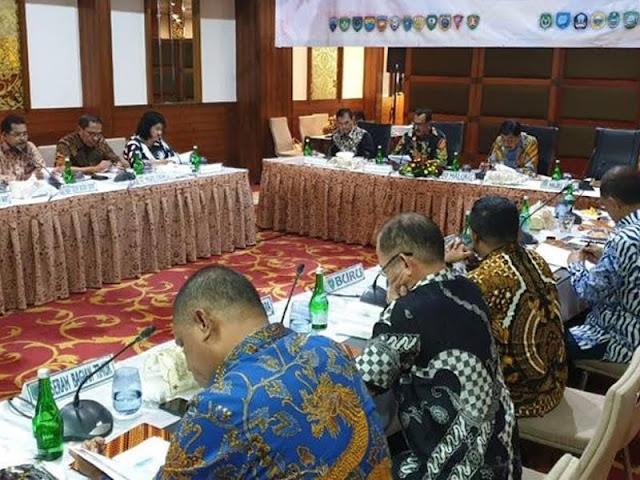 Zeth Sahuburua dan Para Pemegam Saham Gelar RUPS-LB PT. Bank Maluku-Malut