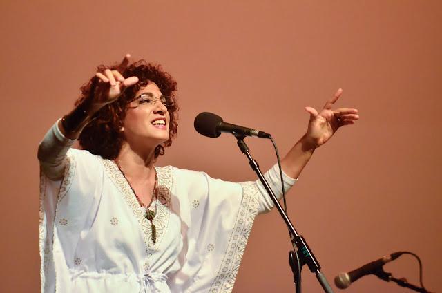 Chilenska artister sluter bakom tito