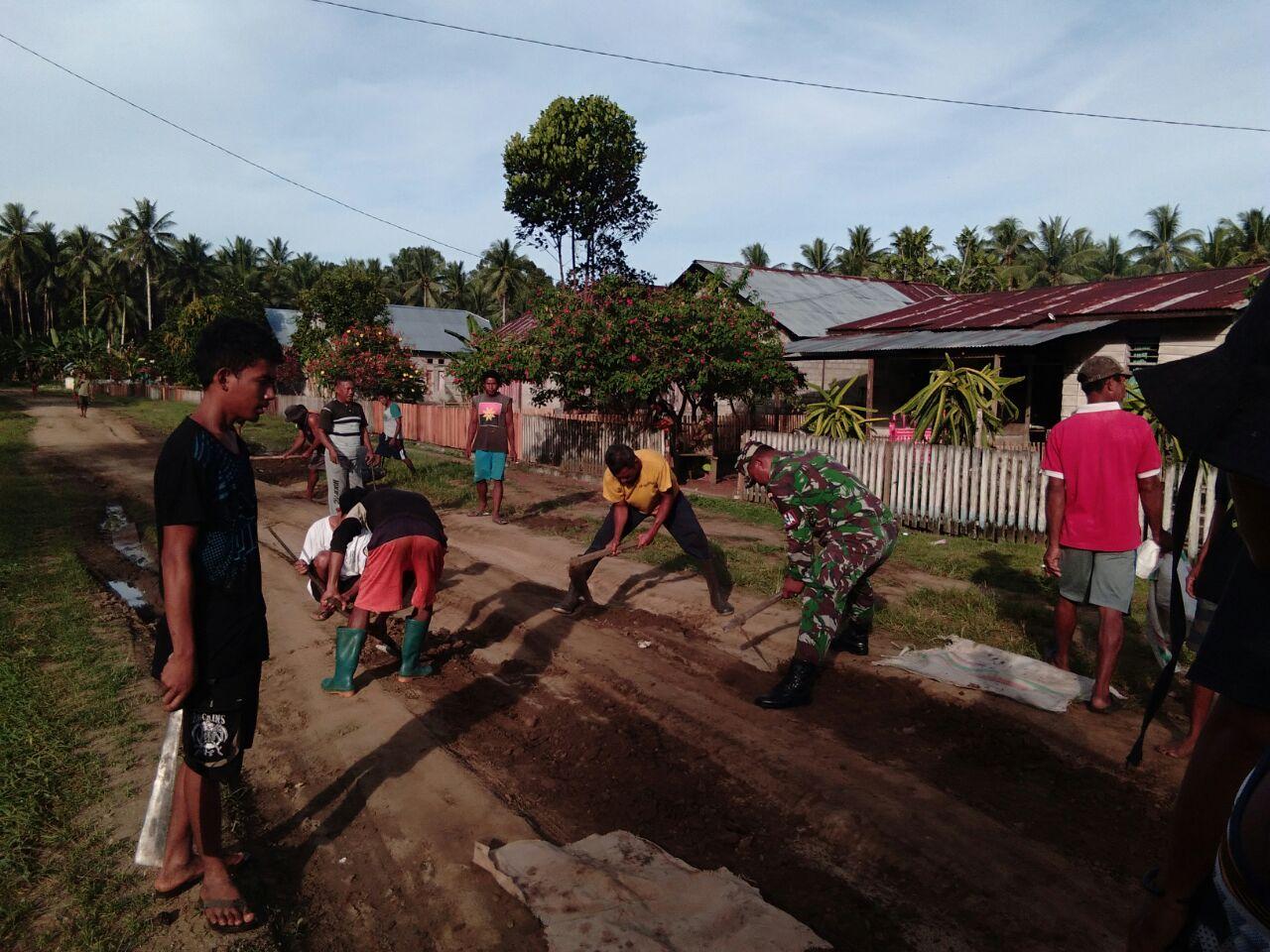 WAJAH KEMANUNGGALAN TNI-RAKYAT DI DESA SELAMALOFO TIDORE