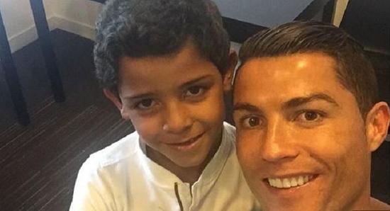 Inilah Kado Cristiano Ronaldo untuk Anaknya