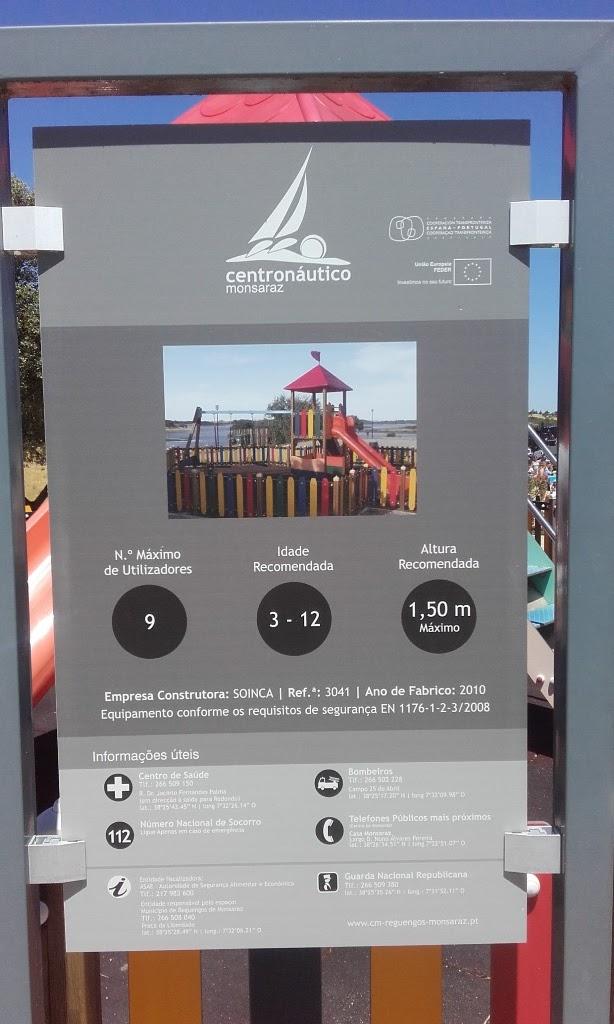 Painel de informação do Parque Infantil da Praia Fluvial de Monsaraz