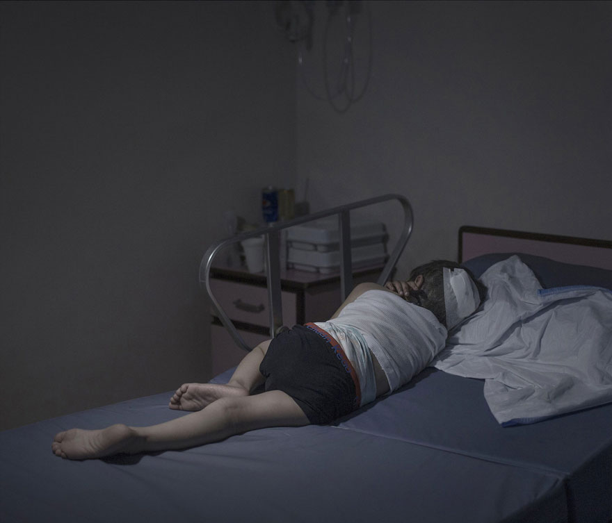 Photographer Reveals The Heartbreaking Places Syrian Refugee Children Sleep - Moyad, 5 years old, Amman
