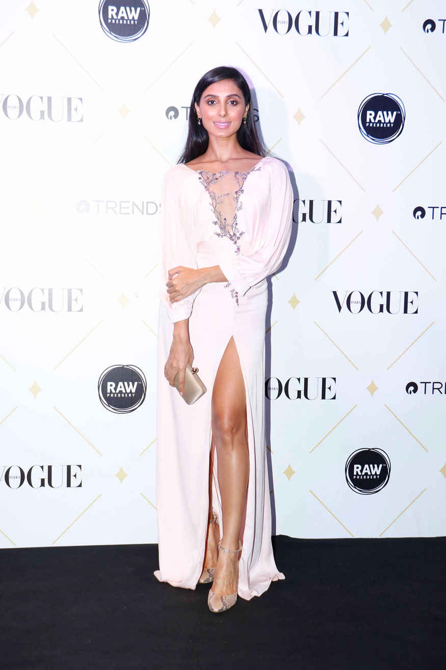 Bollywood Celebs Flaunts Sexy Sizzles at Vogue Beauty Awards 2017