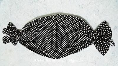 Puxa saco com estampa de  poá nas cores preto e branco
