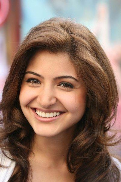 Actress Anushka Sharma Pictures Anushka Sharma Hairstyle