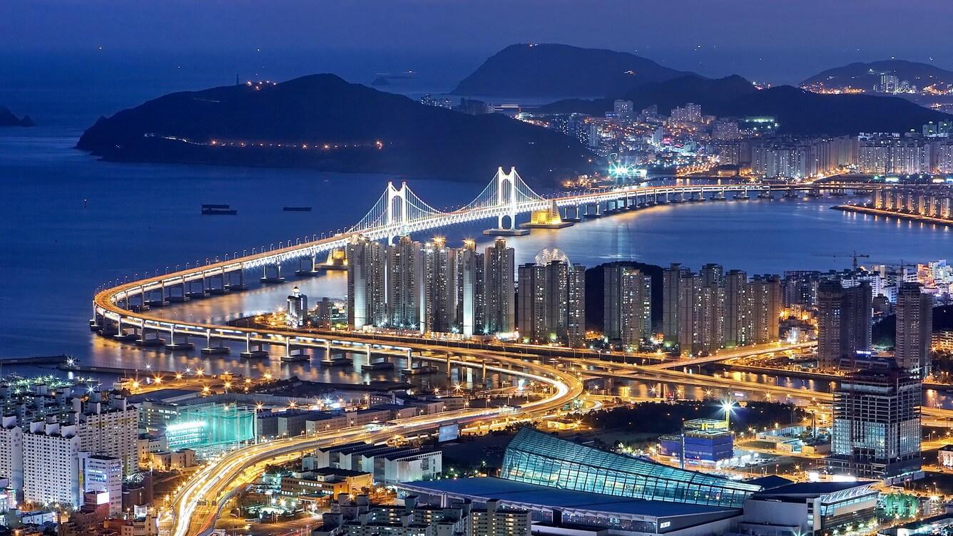 Nằm phía Đông Nam Hàn Quốc, Busan là thành phố lớn thứ hai xứ Kim Chi, cũng là thương cảng số 1 của đất nước, nơi kết nối Hàn Quốc với châu Á, châu ...