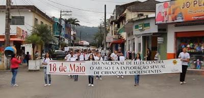 Caminhada alusiva ao Dia Nacional de Combate ao Abuso e à Exploração Sexual de Crianças e Adolescentes em Juquiá