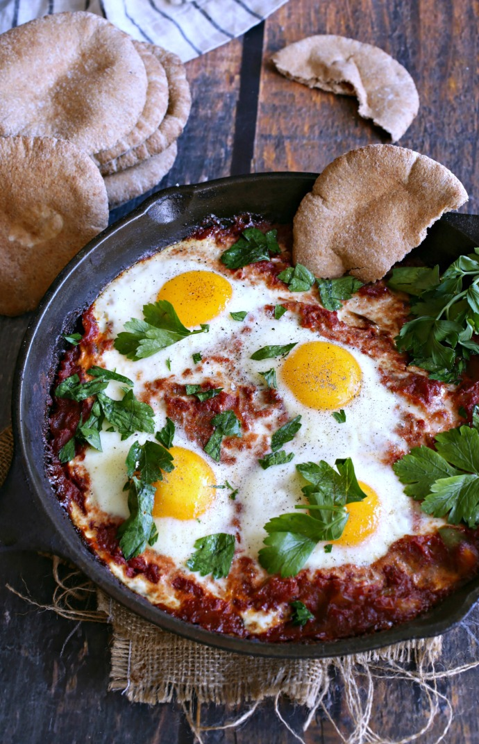 Recipe for an onion, pepper and potato hash with baked eggs in a spicy tomato sauce.