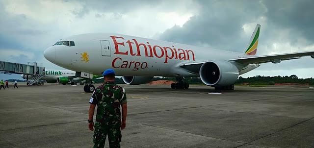 Breaking News! TNI AU Daratkan Paksa Pesawat B 777 Asing