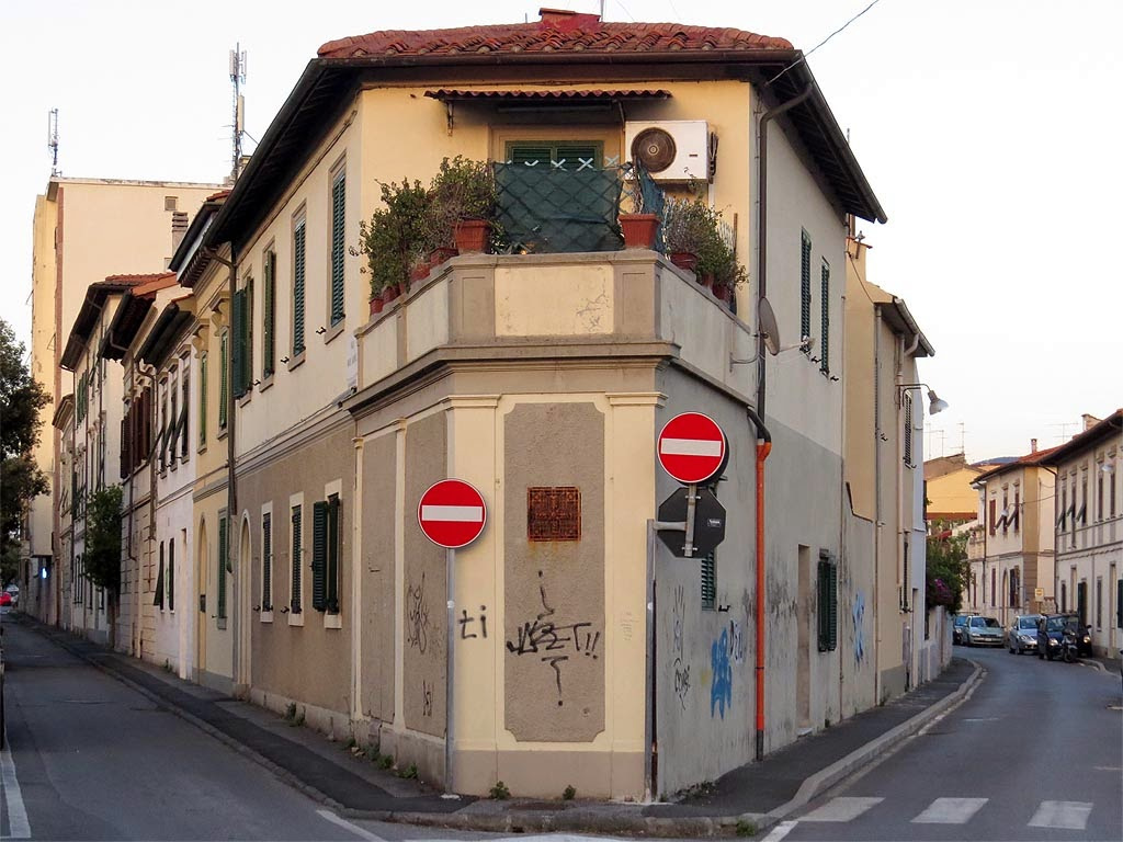 Building at the corner of Viale Carducci with Via dell'Olmo, Livorno