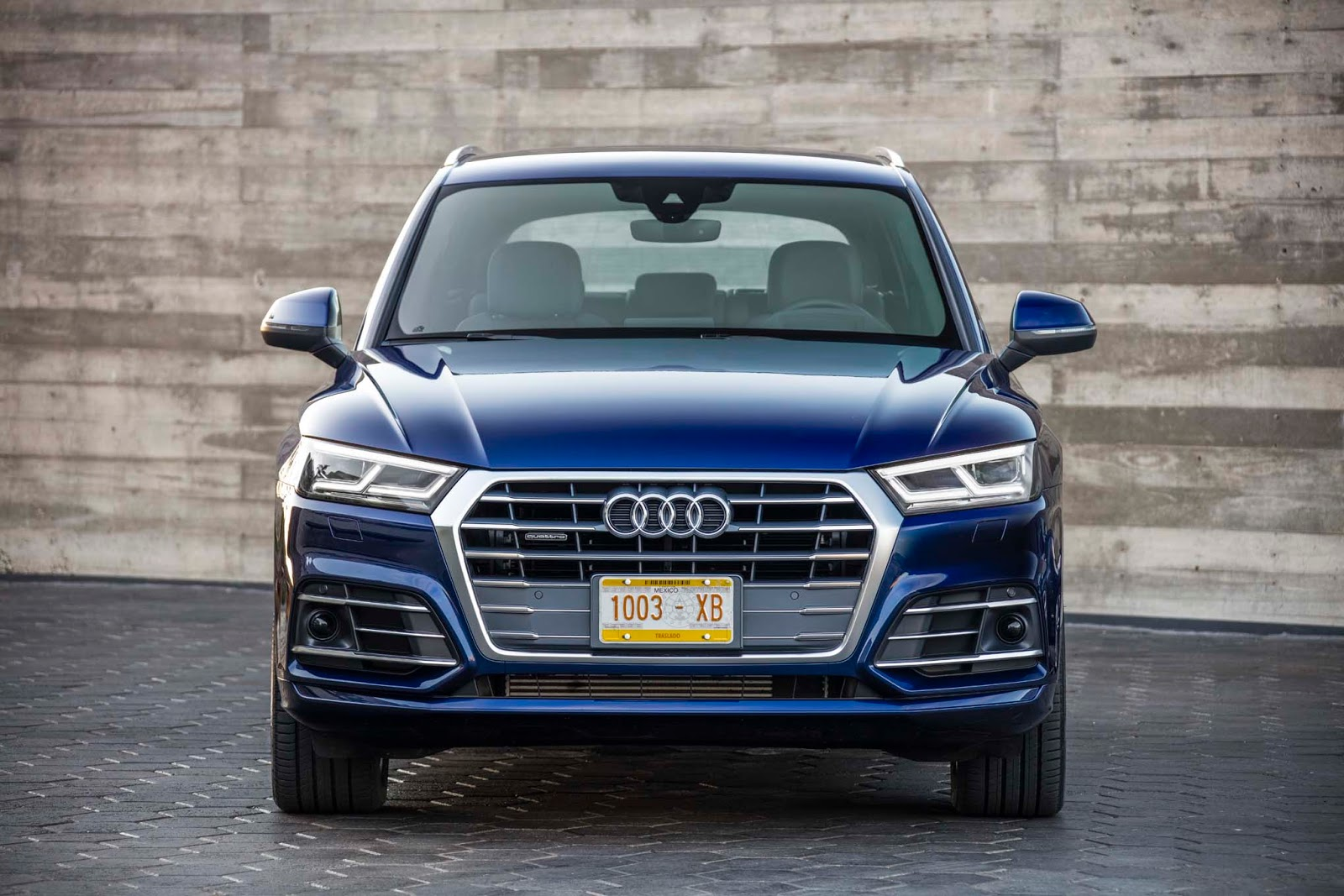 Giá Xe 5 Chỗ Audi Q5 Phiên Bản Đời Mới Model 2020 Bao Nhiêu, XE 5 CHỖ AUDI Q5 2.0 ĐỜI MỚI 2019 GIÁ 2,450 TRIỆU TẠI VIỆT NAM, MÀU TRẮNG, MÀU ĐỎ, MÀU XANH, XE Q5 SUV 2019 BAO NHIÊU TIỀN, AUDI Q5 MÀU BẠC, AUDI TÔN ĐỨC THẮNG,