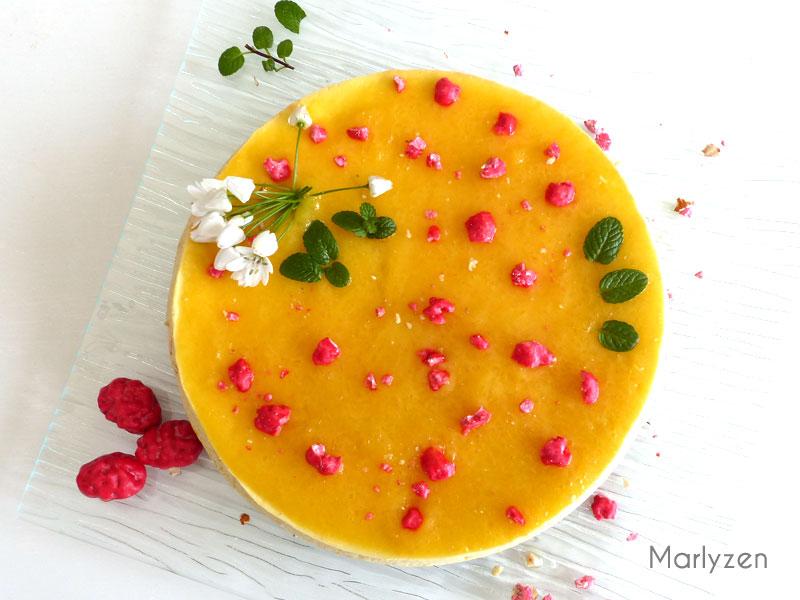 Cheesecake aux pralines roses et à la mangue
