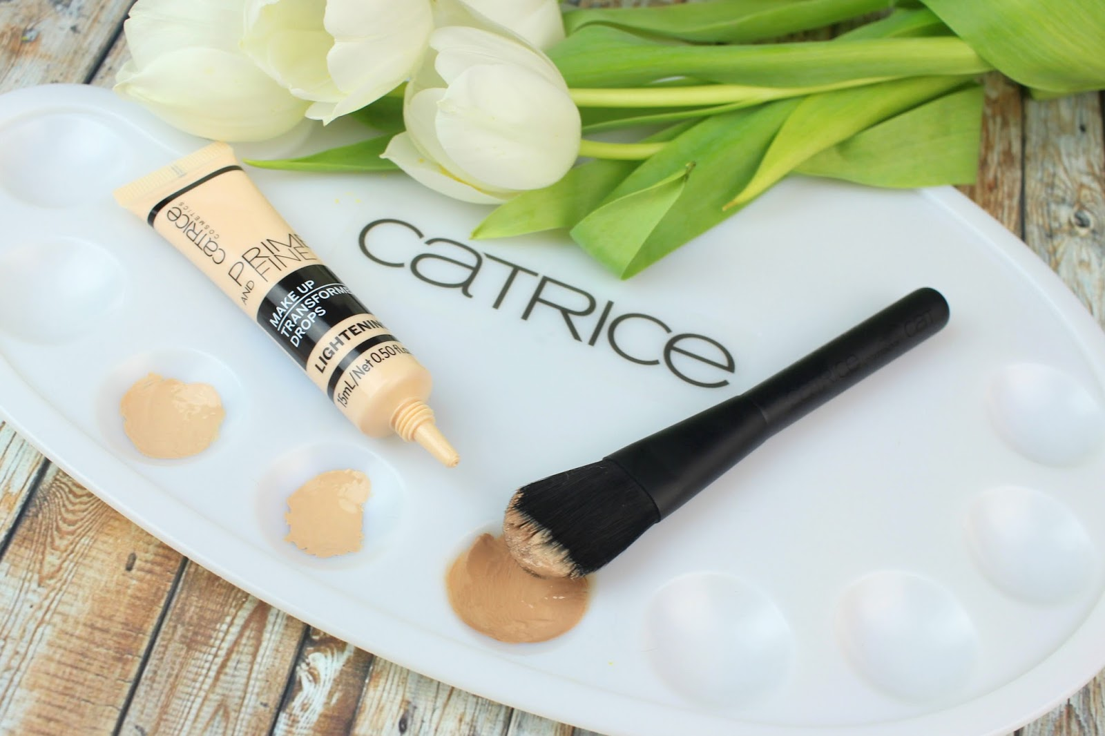 catrice, foundation, helle haut, Prime And Fine Make Up Transformer Drops Lightening, darkening, 24h Made To Stay Make Up, nude beige, trockene haut, starke deckkraft, wasserfest, review, swatches, tragebilder,