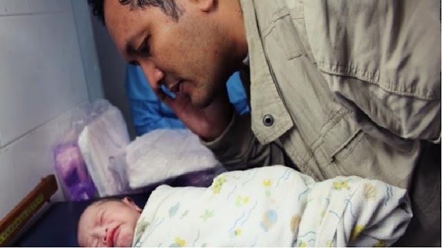 Inilah Alasan Ilmiah Kumandangkan Azan Ketika Bayi Lahir