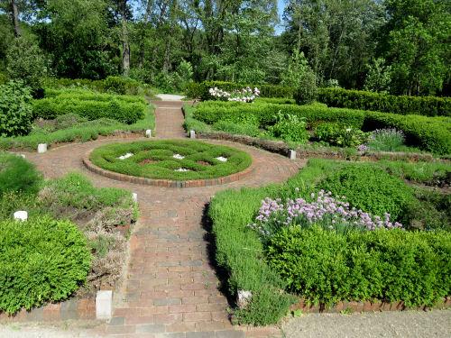 Alexandra Hicks herb knot garden