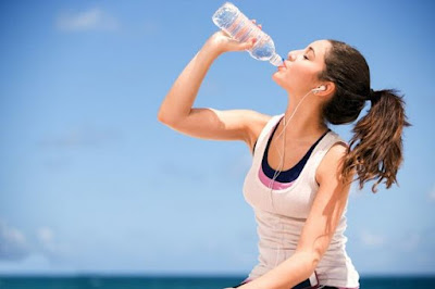uống nước trước khi chạy bộ
