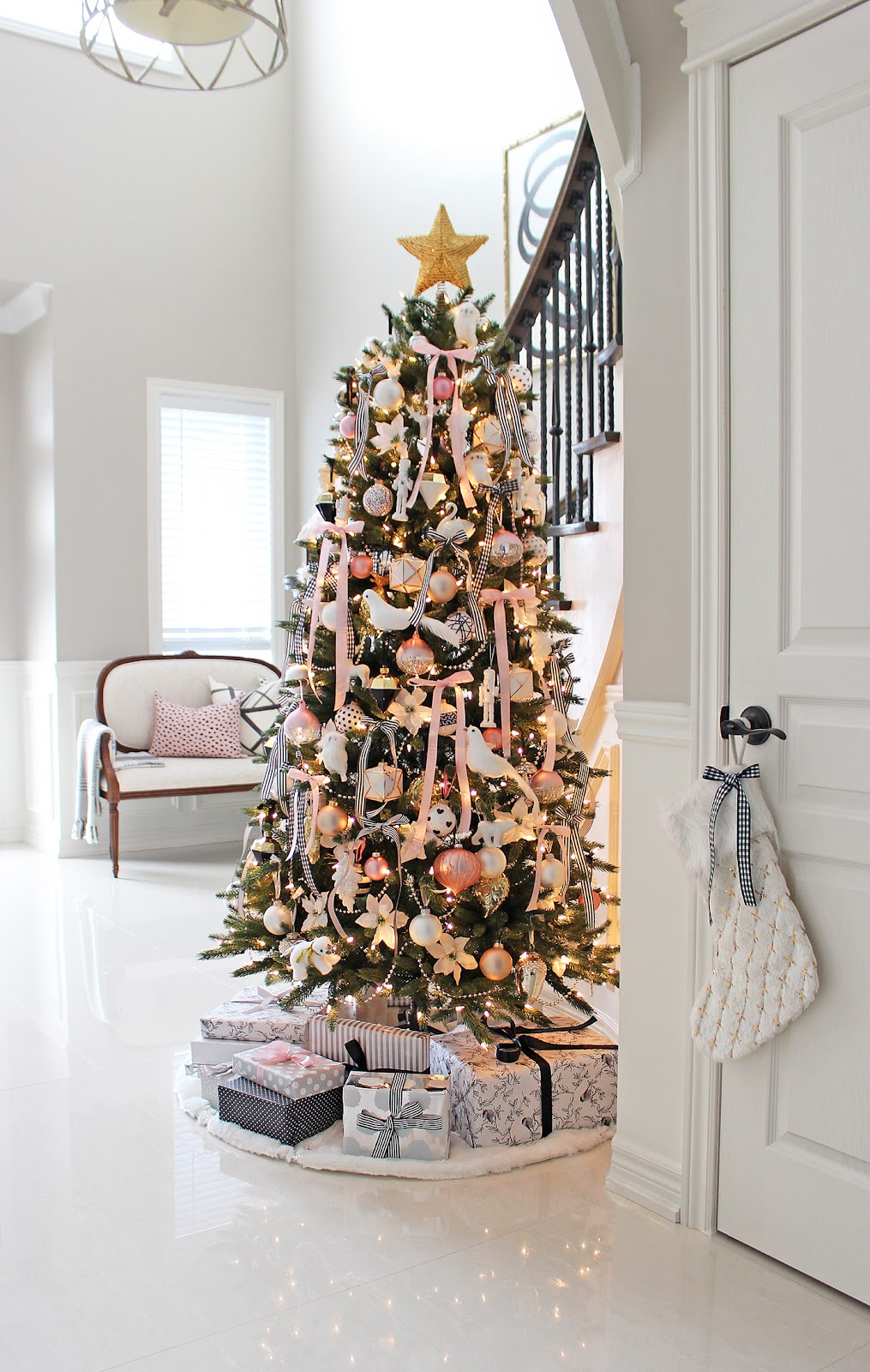 Am dolce vita december 2016 and heres our 2016 christmas tree standing tall and happy in our foyer solutioingenieria Choice Image