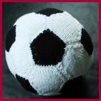 Balón de futbol en punto