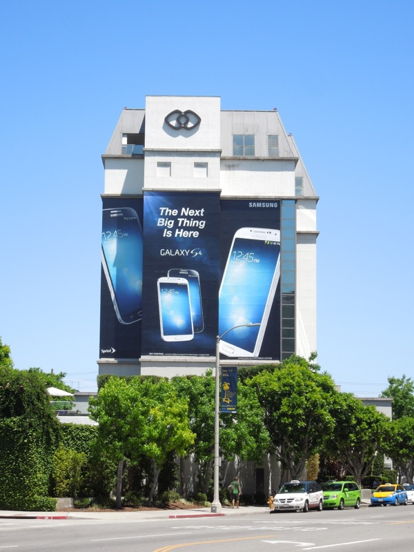 Giant Samsung Galaxy S4 billboard