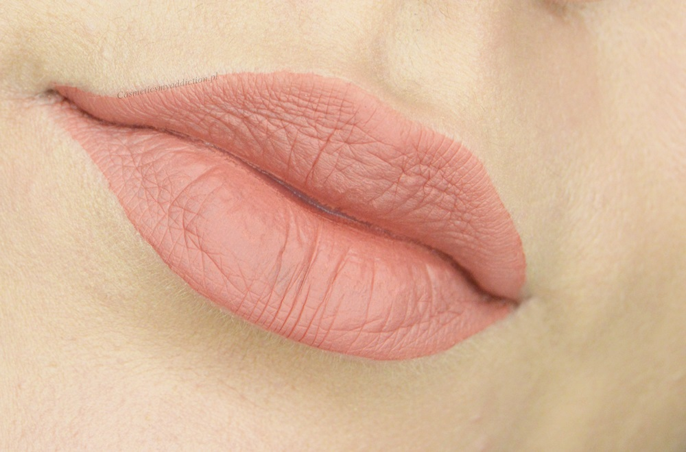 Pomadka do ust, Deborah Milano, Fluid Velvet Mat Lipstick - odcień 01