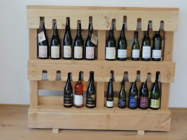oficina de experto en vinos amueblada con muebles procedentes de palets. Black Bedroom Furniture Sets. Home Design Ideas