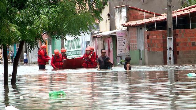 Já chegam a 1.140 casas atingidas em Parnaíba após fortes chuvas