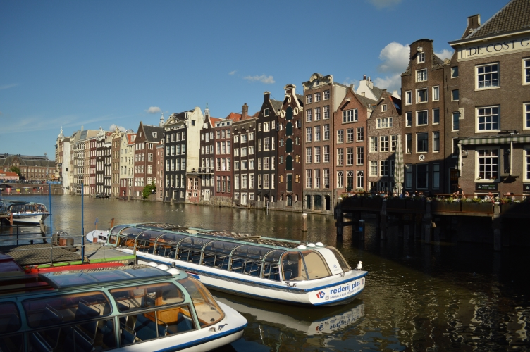 holland travelogue, netherlands travelogue, holland bike, holland toilets, holland dancing houses, holland streetart, georgiana quaint