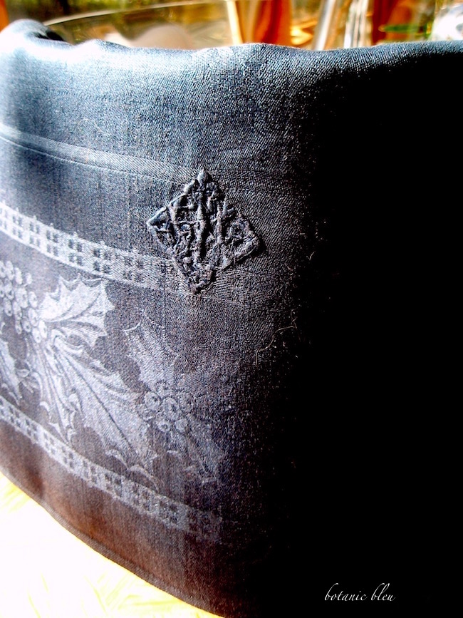 vintage-french-linen-black-holly-damask