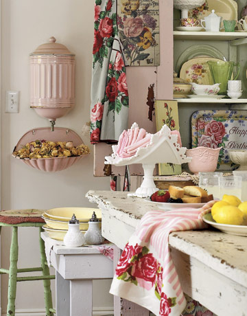 Cottage Style Decorating with Floral Prints and Pink and Mint Color Scheme