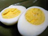 telur rebus makanan lovebird