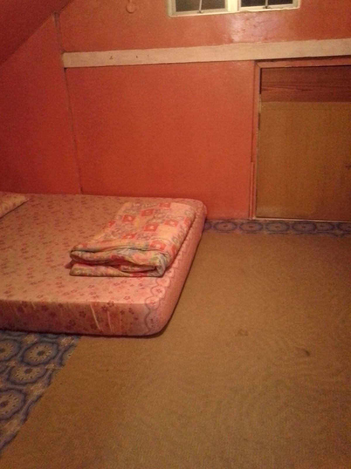 Bilik 4 Hanya Disediakan Tilam Dan Berlantaikan Getah Buruk Carpet