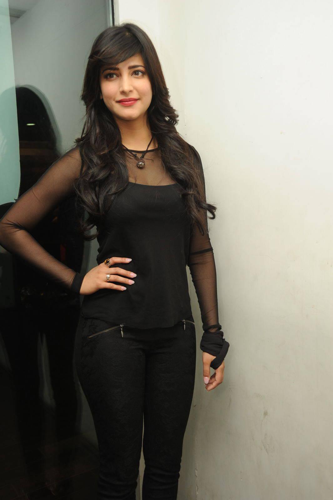 Shruti Haasan hots mobil filmer sexy