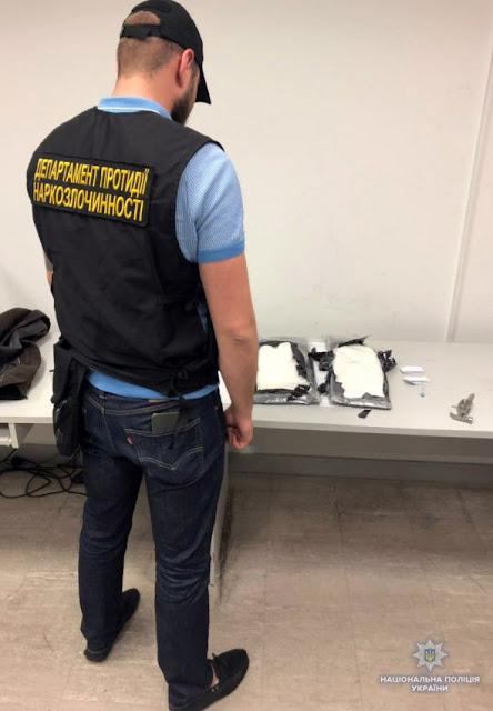 """Спецоперація в """"Борисполі"""": у наркоторговців вилучили кокаїну на суму 30 млн грн"""