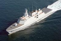 Denizde hızla ilerleyen bir Türk korveti