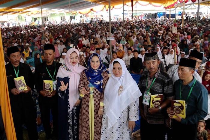Ibu Yustin Disambut Puluhan Ribu Santri dan Masyarakat di Pesantren KH. Achmad Shodiq